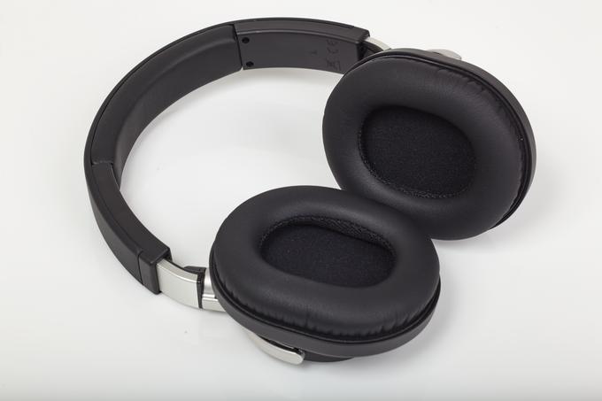 Vergleichsweise hoher Tragekomfort: Die Ohrpolster und das Kopfband des ATH-M70x bestehen aus weich gefüttertem Kunstleder.