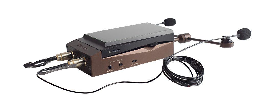 Digital Audio Player von Astell&Kern Modell AK 300. Der AK Recorder, hier in einem Verwendungsbeispiel mit zwei dpa d:screet SC4061 Mikrofonen.