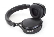 Kopfhörer von Audeze Modell Sine. Der Audeze Sine ist der weltweit erste ohraufliegende magnetostatische Kopfhörer. Wir haben ihn mit dem audiophilen Cipher-Lightning-Kabel für iPhone und Co. getestet.