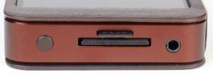 An der Oberseite des Gehäuses befinden sich der Powerknopf, die Slots für SD- und Micro-SD-Karte sowie der 3,5 mm Kopfhörerausgang.