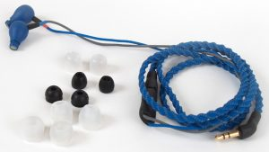 Kopfhörer von Cardas Audio Modell A8. Mit dabei: Eine großzügige Auswahl an Aufsätzen in den verschiedensten Größen.