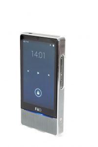 Digital Audio Player von FiiO Modell X7. Die symmetrischen Tasten an beiden Seiten des Players lassen sich unterschiedlich belegen.