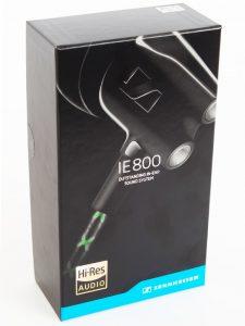 Die noch geschlossene Verpackung des Sennheiser In Ear Kopfhörers.