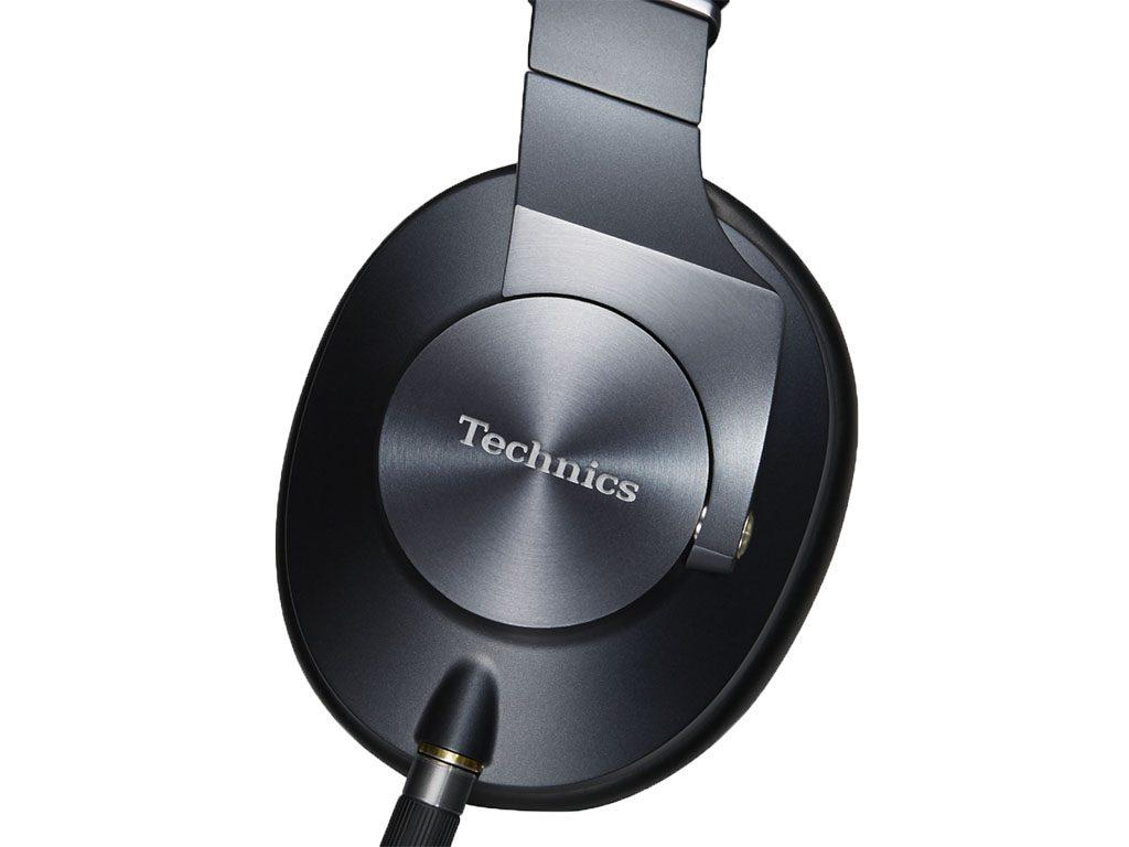 Die Ohrmuschel des EAH-T700 Kopfhörer von Technics.