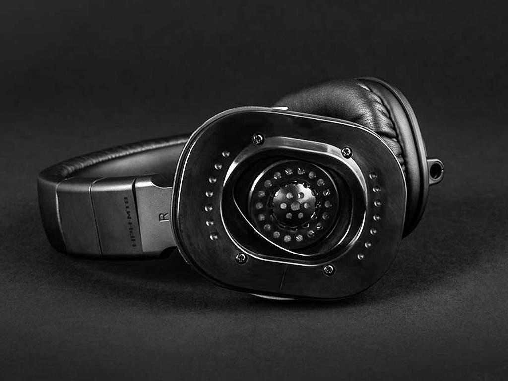 Die rechte Muschel lässt sich nach außen klappen, wenn man nur auf einem Ohr hören will. Kopfhörer Yamaha HPH-MT8