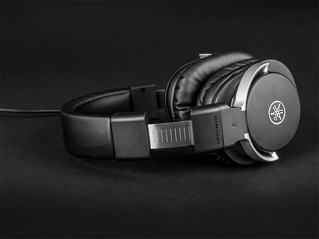 Die Schwenkarme sind aus Druckguss-Aluminium. Kopfhörer Yamaha HPH-MT8