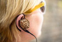 Kopfhörer von Audeze Modell iSine20. Audeze ist es gelungen, das Klangkonzept seiner exzellenten magnetostatischen Over-Ear-Kopfhörer auf das In-Ear-Format zu übertragen.
