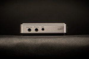 iBasso DX200. Mit Anschlüssen ist der DX200 reichlich bestückt. Das Verstärkermodul AMP1 bietet auch einen symmetrischen Kopfhörerausgang.