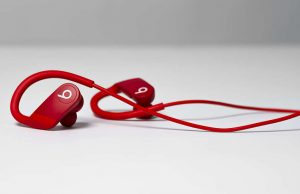 Powerbeats Lifestyle_PowerBeats_Red_0725_R1a_1500x876