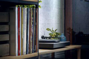 Cambridge Audio AlvaTT_Lifestyle_Mid_records+TT_1500x996