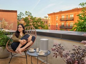 Sonos Move Lunar White_Lifestyle Rooftop_1500x1125
