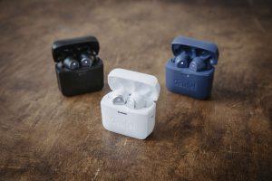 Teufel Airy True Wireless white-black-blue-environment-36A7330_1500x1000