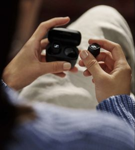 Sennheiser CX 400BT True Wireless Product_Shot_In_Use_Black_Case_1000x1500