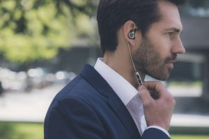 beyerdynamic Xelento Wireless _17-05_guy-push-button_v1_1500x1001