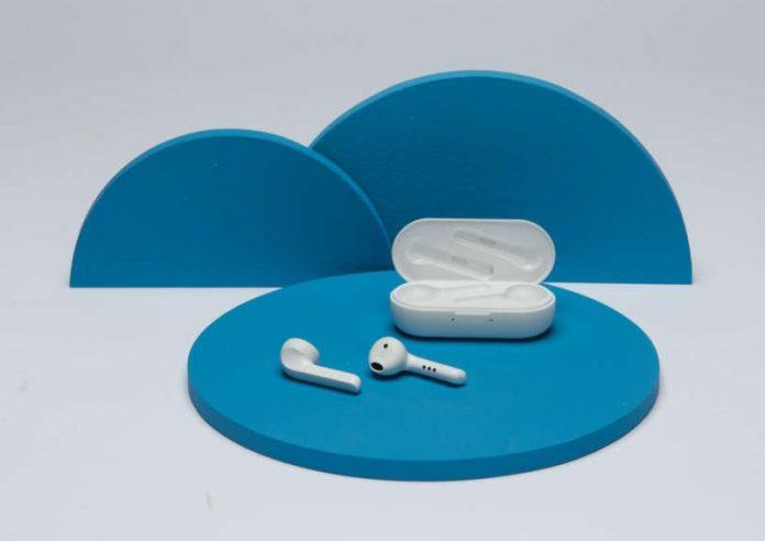 TicPods 2 Pro+ - White on blue_1500x1001_2