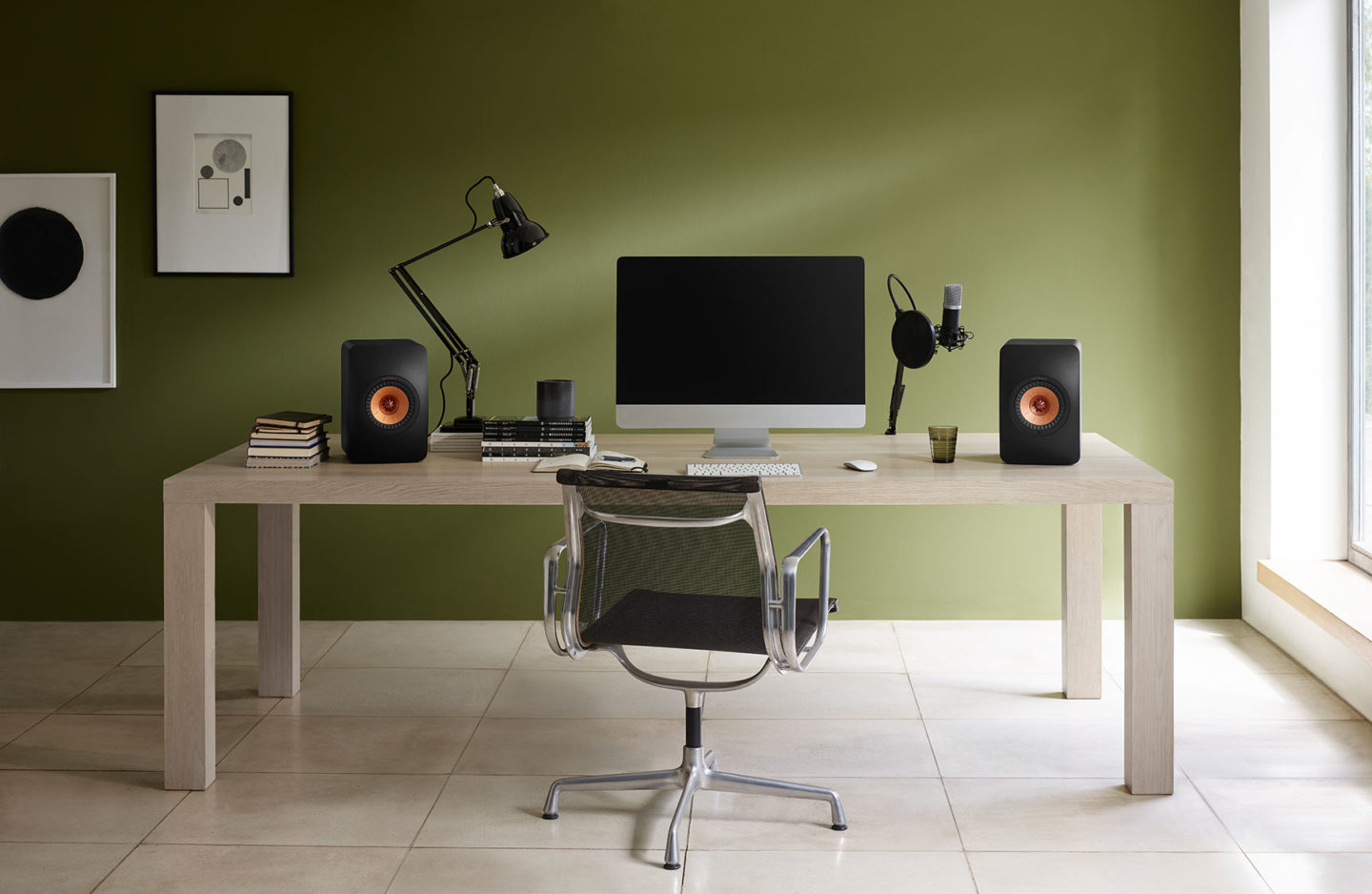 KEF LS50 Wireless II _CarbonBlack_HomeOffice_blogger_r1-scaled