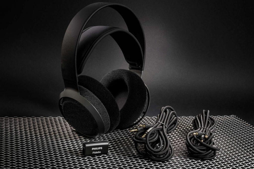 Der Fidelio X3 ist ein Hörer für Genießer. Im Lieferumfang befinden sich zwei 3 Meter lange Kabel, eine Stofftasche und ein Kabelclip.