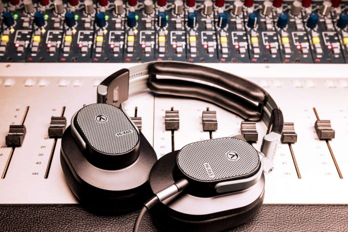 Offener Over-Ear-Kopfhörer Austrian Audio Hi-X65